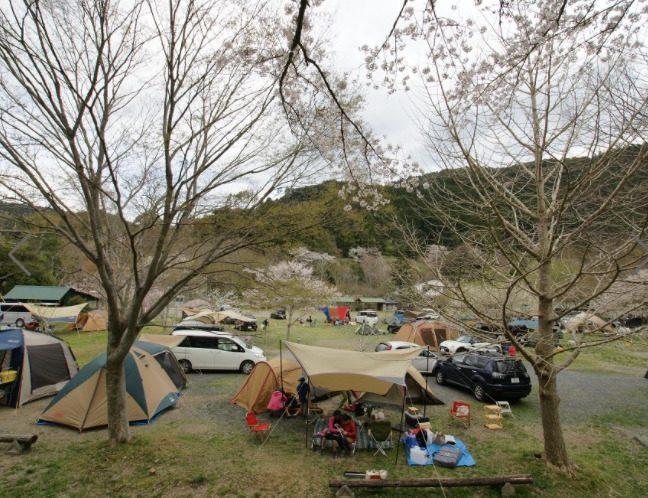 場 の なら キャンプ ここ 里 源泉100%の天然温泉!森と清流に囲まれた「ならここの里キャンプ場」。【お風呂に入れるキャンプ場FILE #31】